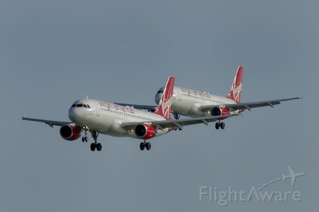 Airbus A320 (N841VA) - 6th Dec., 2014 ... Another twin approach at San Francisco International Airport.
