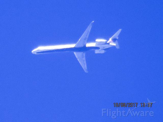 McDonnell Douglas MD-90 (N909DA)