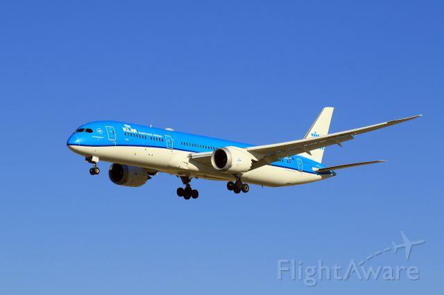 Boeing Dreamliner (Srs.8) (PH-BHA) - Short Final for 34R
