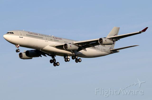 Airbus A340-200 (A7-HHK)