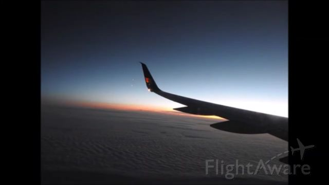Boeing 757-200 — - *NOTE MY FRIEND TOOK THIS PHOTO, ALL CREDITS GO TO HIM, HE GAVE ME PERMISSON TO UPLOAD THIS* This Is What The Sunrise Looks From 40,000 FT Onboard An Icelainder Air Boeing B757-200,