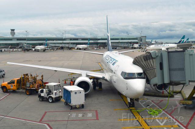 Boeing 737-800 (C-GJWS) - WestJet Boeing 737-8CT(WL) C-GJWS in Toronto