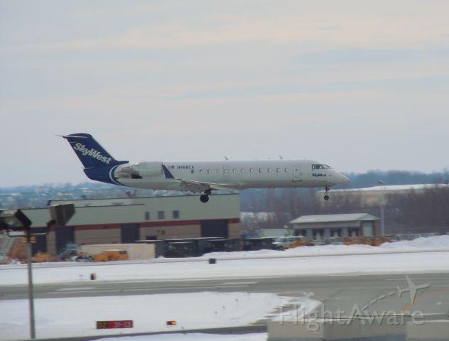 Canadair Regional Jet CRJ-200 (N498CA)