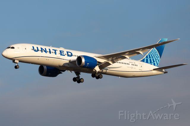 Boeing 787-9 Dreamliner (N29975)