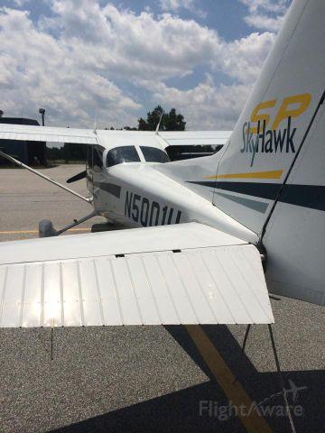 Cessna Skyhawk (N5001U)
