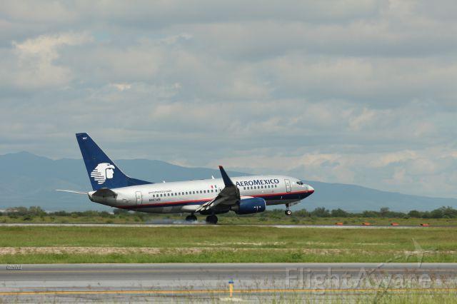 Boeing 737-800 (N997AM)