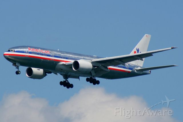 Boeing 777 (N755AN) - AA 109 heavy on final to runway 27, arriving from London Heathrow. August 17, 2008