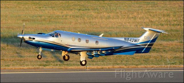 Pilatus PC-12 (N842WF) - If you look close, you can see the faces of the crew and passengers.
