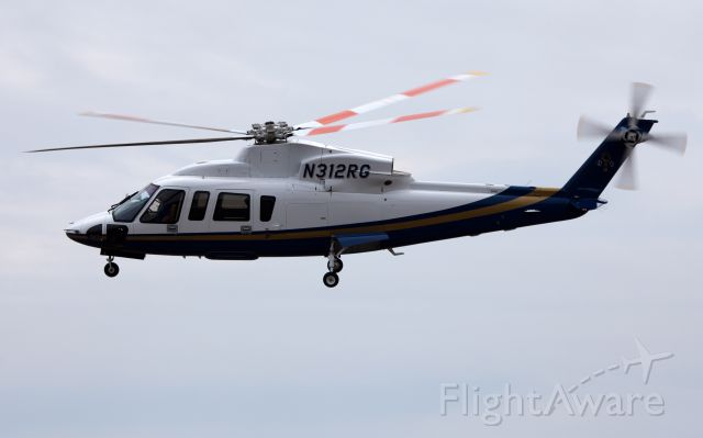Sikorsky S-76 (N312RG)