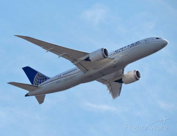 Boeing Dreamliner (Srs.8) (N28912) - Minutes from landing, Feb. 2020.