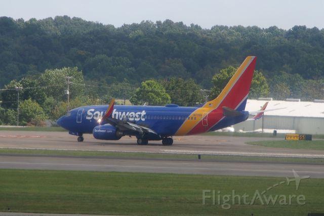 Boeing 737-700 (N7710A)
