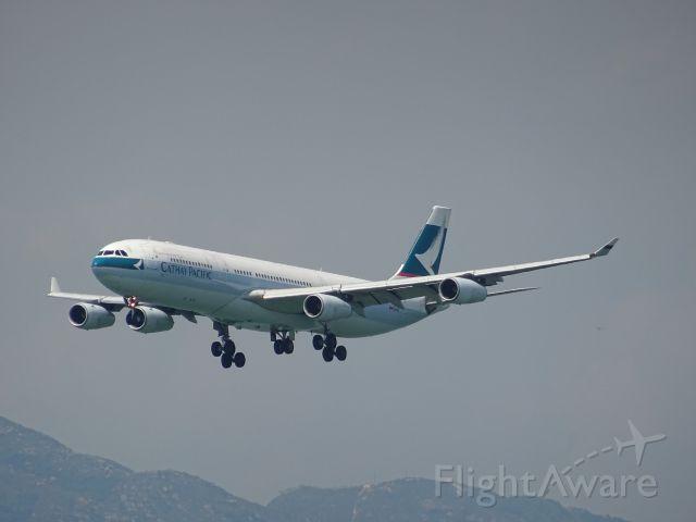 Airbus A340-300 (B-HXH)