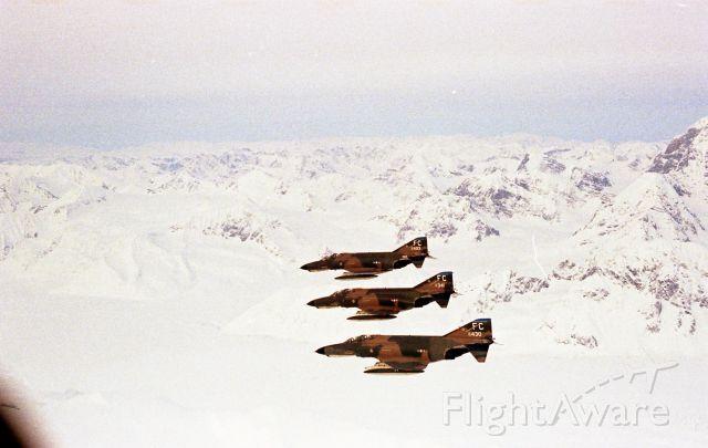 — — - Hornet squadron Phantoms inbound to range
