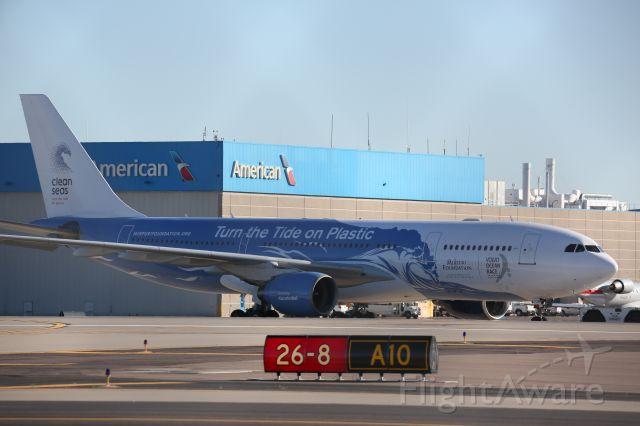 Airbus A330-300 (CS-TQW)