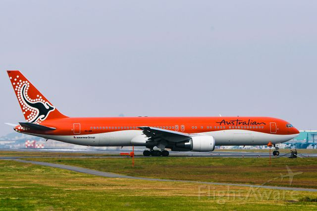 BOEING 767-300 (VH-OGK) - Photography in 2004