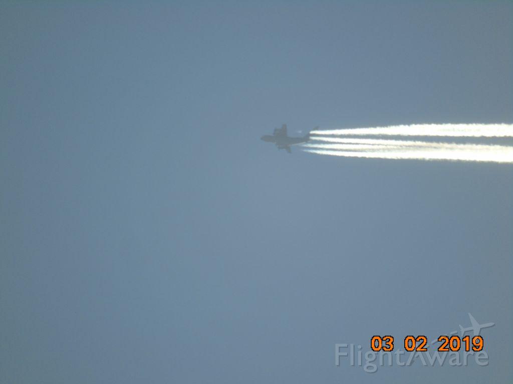 — — - De ma verrière  avec mon appareil photo:DSC H400 prise de vue Mars 2019<br />Cette avion allait tellement vite(probablement une hauteur de 30,000pieds<br />que j'avais à peine le temps prendre la pose avec mon viseur<br /><br />Merci à vous