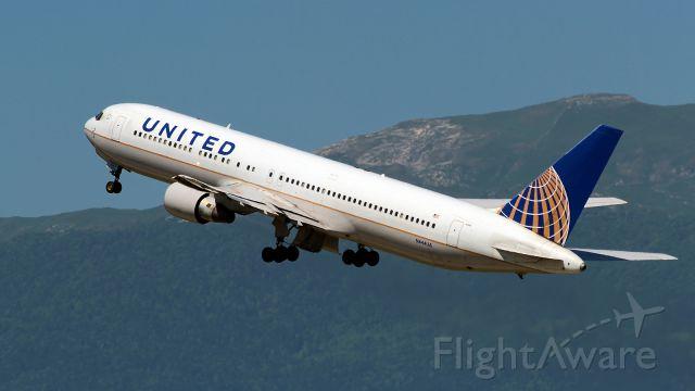 BOEING 767-300 (N644UA)
