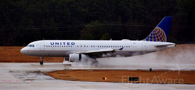 Airbus A320 (N465UA) - Splashing down at RDU, 2/7/18.