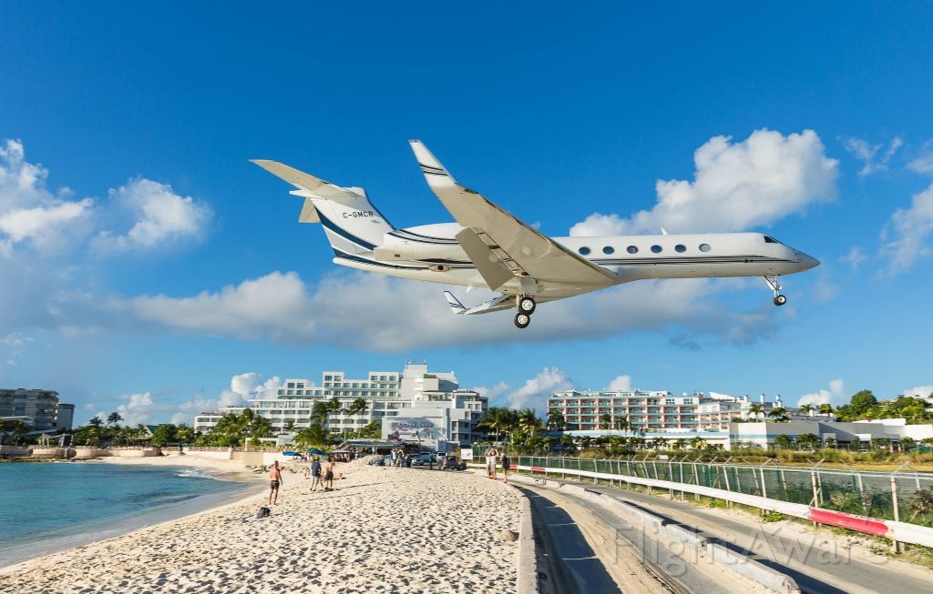 Gulfstream Aerospace Gulfstream V (C-GMCR) - Chinook over the beach on St Maarten.