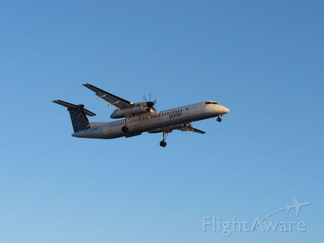 de Havilland Dash 8-400 (C-GLQW)