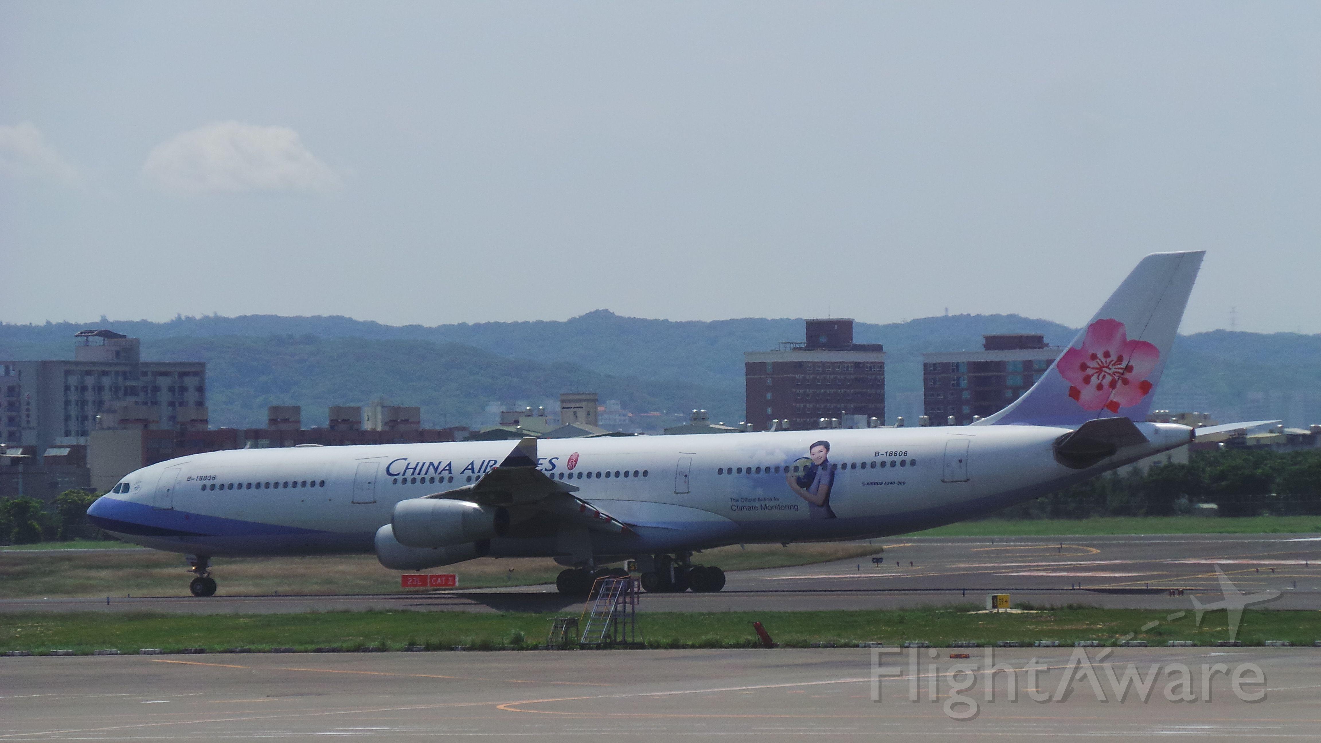 Airbus A340-300 (B-18806)