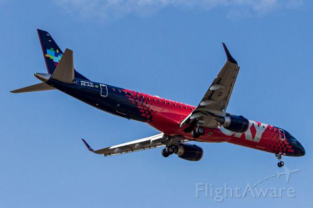 Embraer ERJ-190 (PR-AUQ) - Azul Linhas Aereas (Sky Livery) / Embraer ERJ-195AR<br />Registration: PR-AUQ<br /><br />Porto Seguro (BPS) - Campinas (VCP)<br /><br />Foto tirada em: 28/04/2016<br />Fotografia: Marcelo Luiz