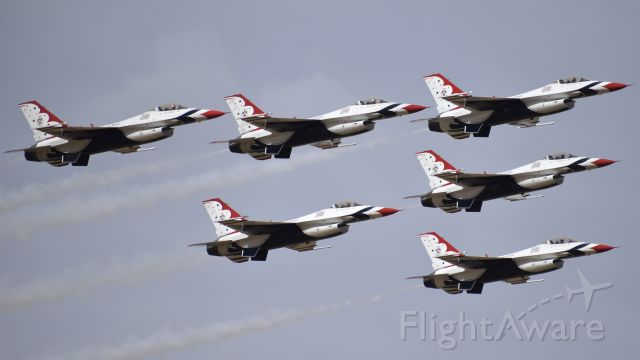 """Lockheed F-16 Fighting Falcon — - General Dynamics F-16C """"Fighting Falcons,"""" assigned to the USAF Air Demonstration Squadron  """"Thunderbirds,"""" performing at the 2017 Colorado Springs Air Show"""