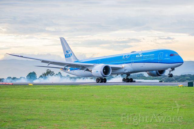 Boeing 787-8 (PH-BHM)