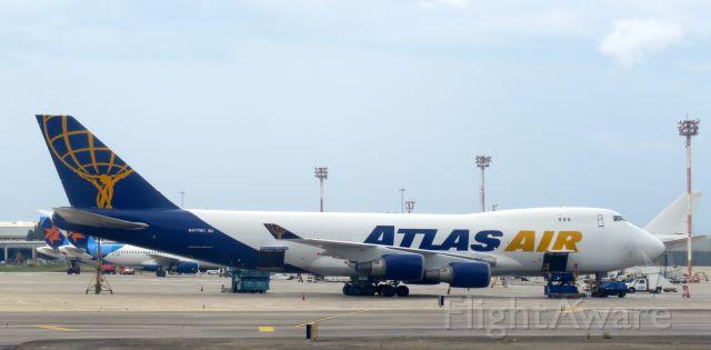 Boeing 747-400 (N477MC)