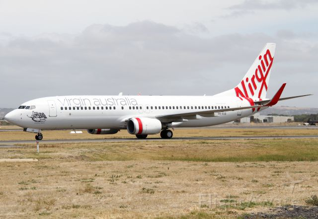 Boeing 737-800 (VH-VUS) - Taxiing to the terminal after completing its flight from Sydney. This aircraft has not long been back in service since its was re-painted in Virgin Australia colours.
