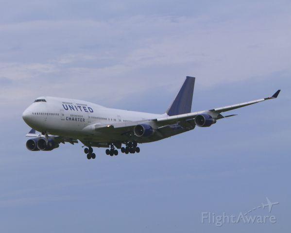 Boeing 747-200 (N194UN) - United N194UN seen here bringing troops home to BWI on June 13, 2013.