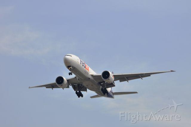 BOEING 777-200LR (N882FD)