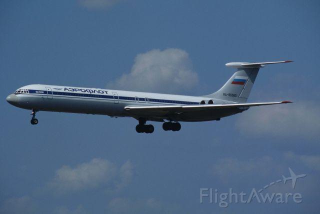 Ilyushin Il-62 (RA-86565) - Final Approach to Narita Intl Airport Rwy34L on 1995/09/09
