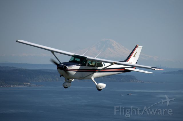 Cessna Skyhawk (N64280) - Picture was taken somewhere over the Puget Sound (WA) on April 14, 2014.