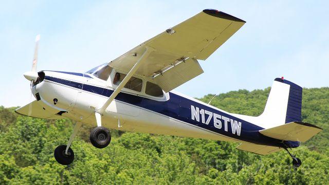 Learjet 24 (N175TW)