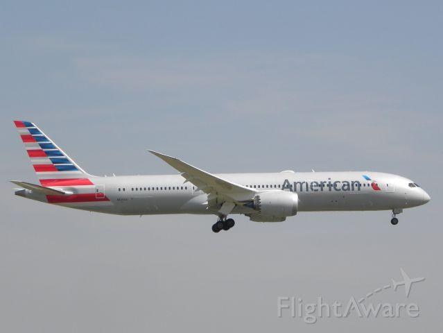 Boeing 787-9 Dreamliner (N825AA)