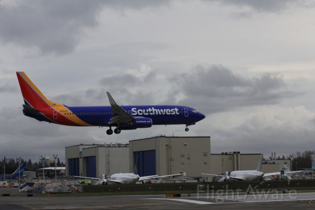 Boeing 737-800 (N8656B) - Southwests new livery on a B737-800