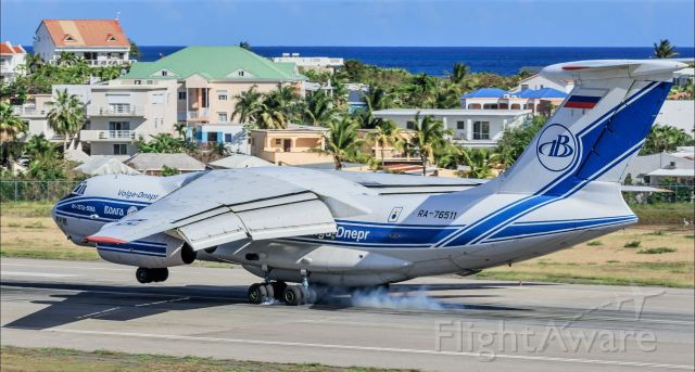 Ilyushin Il-76 (RA-76511) - Volga -Dnepr RA-76511 IL-76 smoking them while landing at St Maarten while bringing in medical supplies from Holland in relations to the CONVID-19.