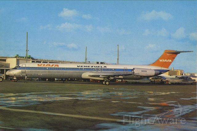 McDonnell Douglas MD-82 (N1005A) - scanned from postcardbr /VIASA