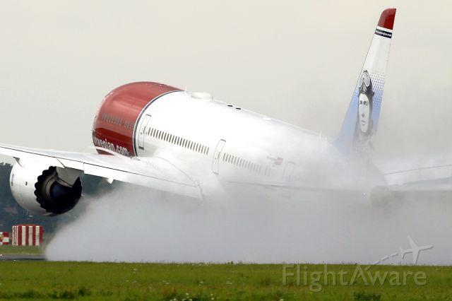 Boeing 787-9 Dreamliner (G-CKWF)