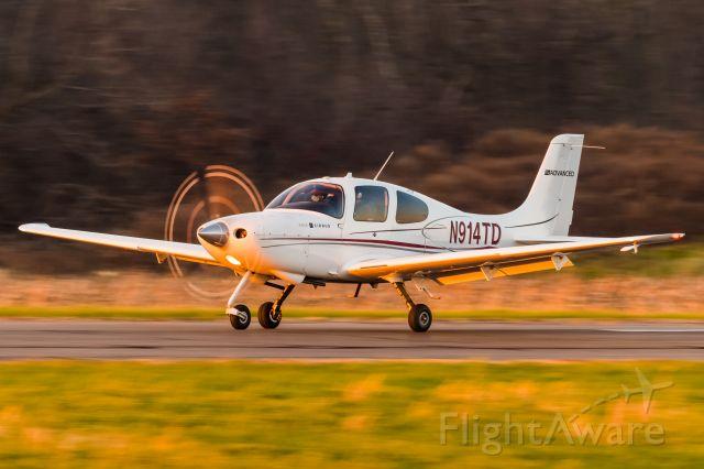 Cirrus SR-20 (N914TD) - Cirrus SR20 N914TD landing at KLOM during sunset
