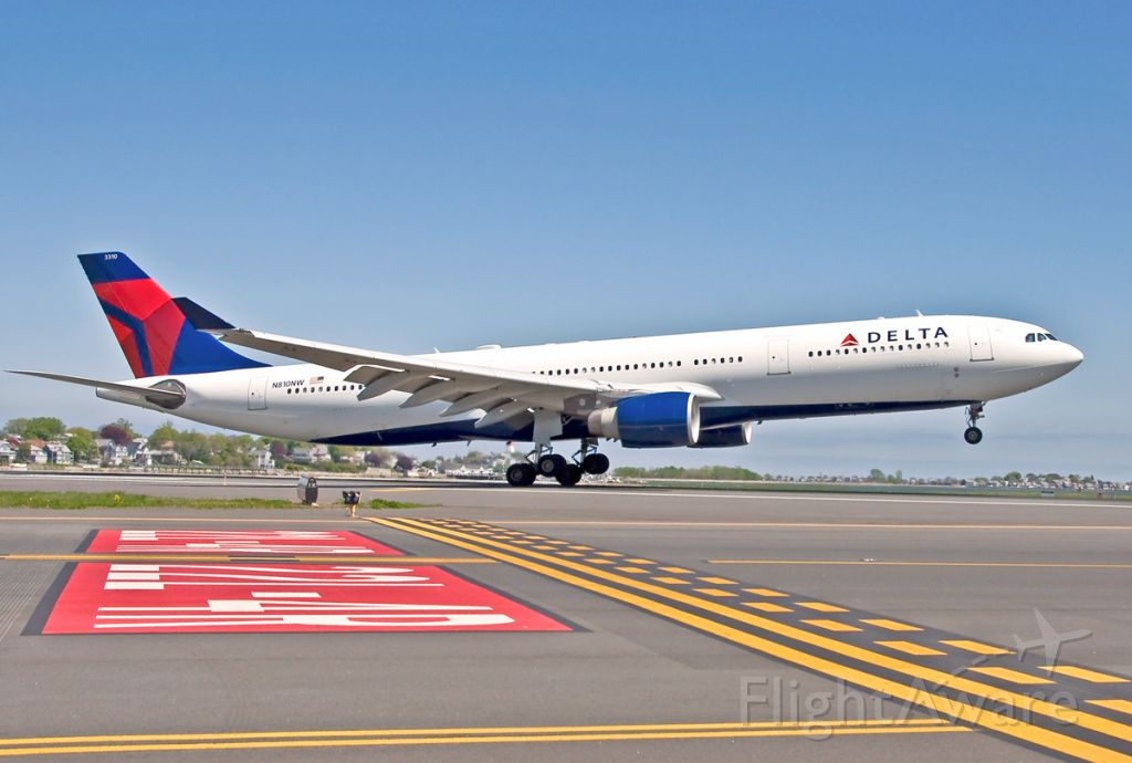 Airbus A330-300 (N810NW) - 22L landing from AMS