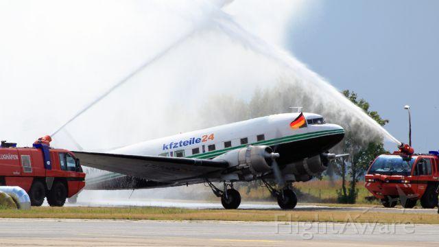 Douglas DC-3 (G-AMRA)