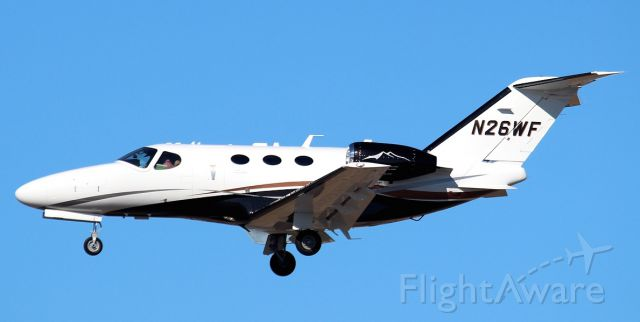 Cessna Citation Mustang (N26WF) - Arriving at PHL 1/28/15
