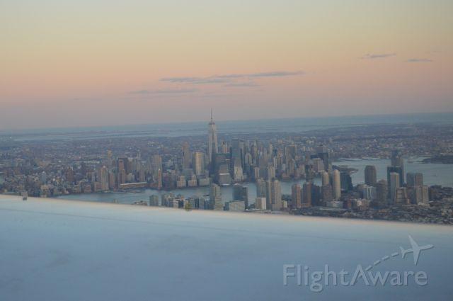 Boeing 757-200 — - Sunset Landing at EWR, View of Manhattan