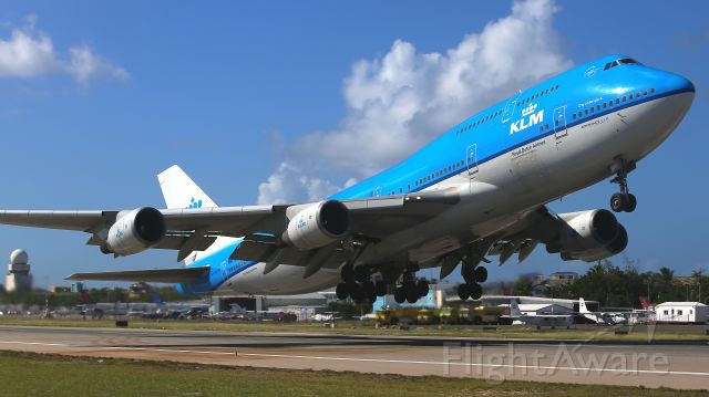 Boeing 747-400 (PH-BFB) - From Simpson Bay.