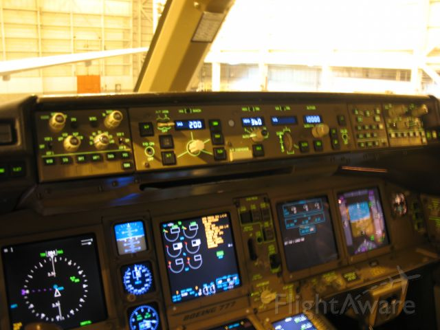 Boeing 777-200 (N780UA)