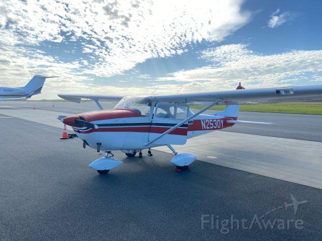 Cessna Skyhawk (N2530Y)
