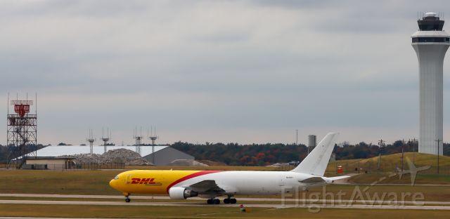 BOEING 767-200 (N220CY)