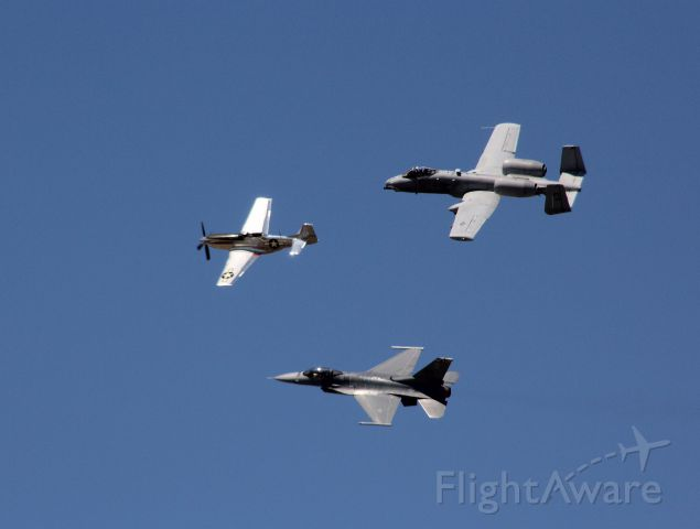"""— — - P-51 leads F-16 and A-10 in three ship """"Heritage Flight"""" fly-by at 2017 Sun"""